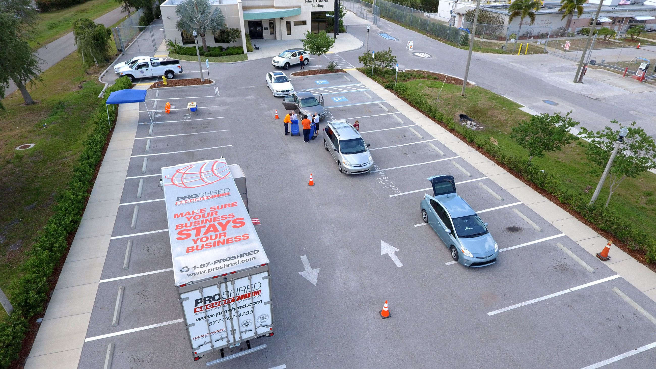 Aerial picture of a previous year shredding event. Vehicles are pulling through the drop off line.